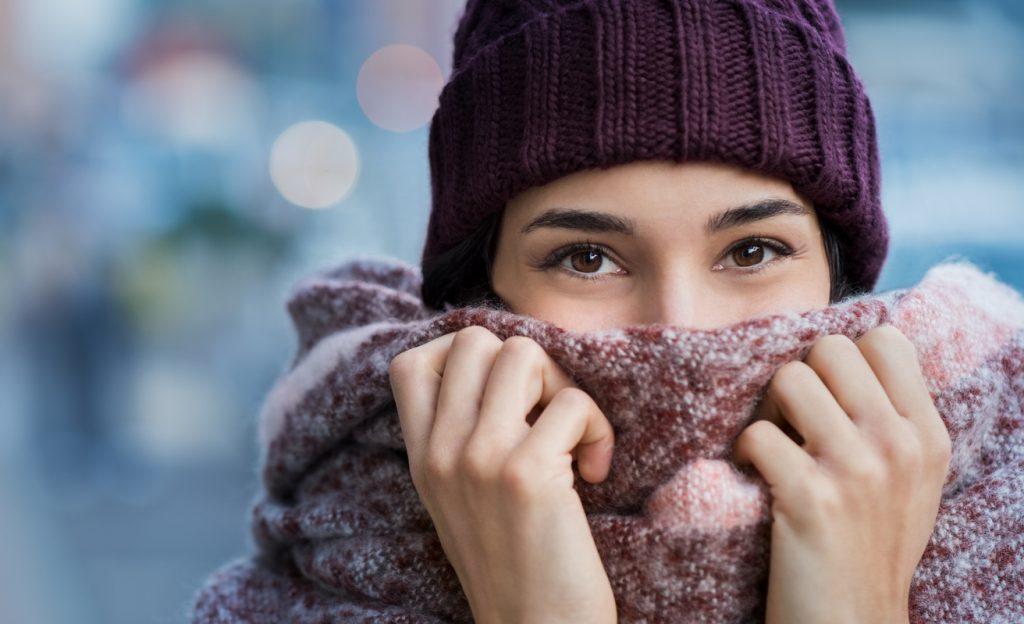 Frio resseca a pele - cuidados com a pele e cabelos em casa.