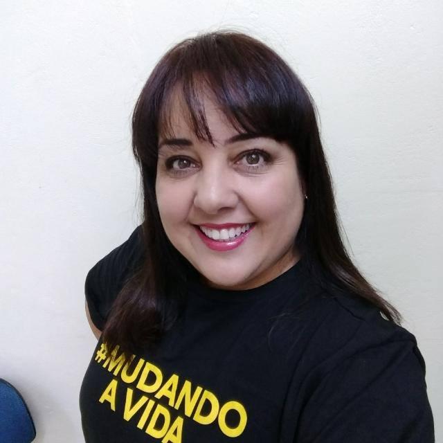 Docente do curso e especialista em Comunicação, Lara Elisane Silva