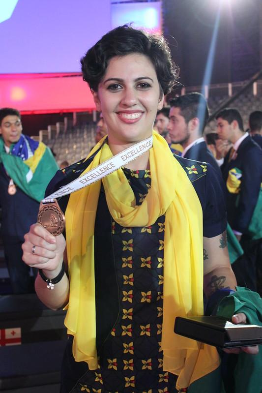 Júlia Ribeiro, representante do Senac-RS na WorldSkills Abu Dhabi 2017, na qual conquistou a medalha de excelência